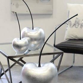 Moderne Skulptur Kirsche in Silber aus Keramik