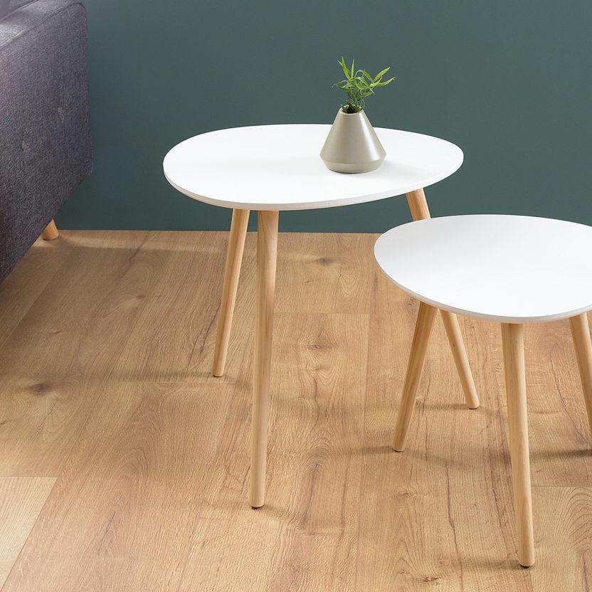 Beistelltisch weiß mit Holz Füßen im skandinavischen Design von DéKoala