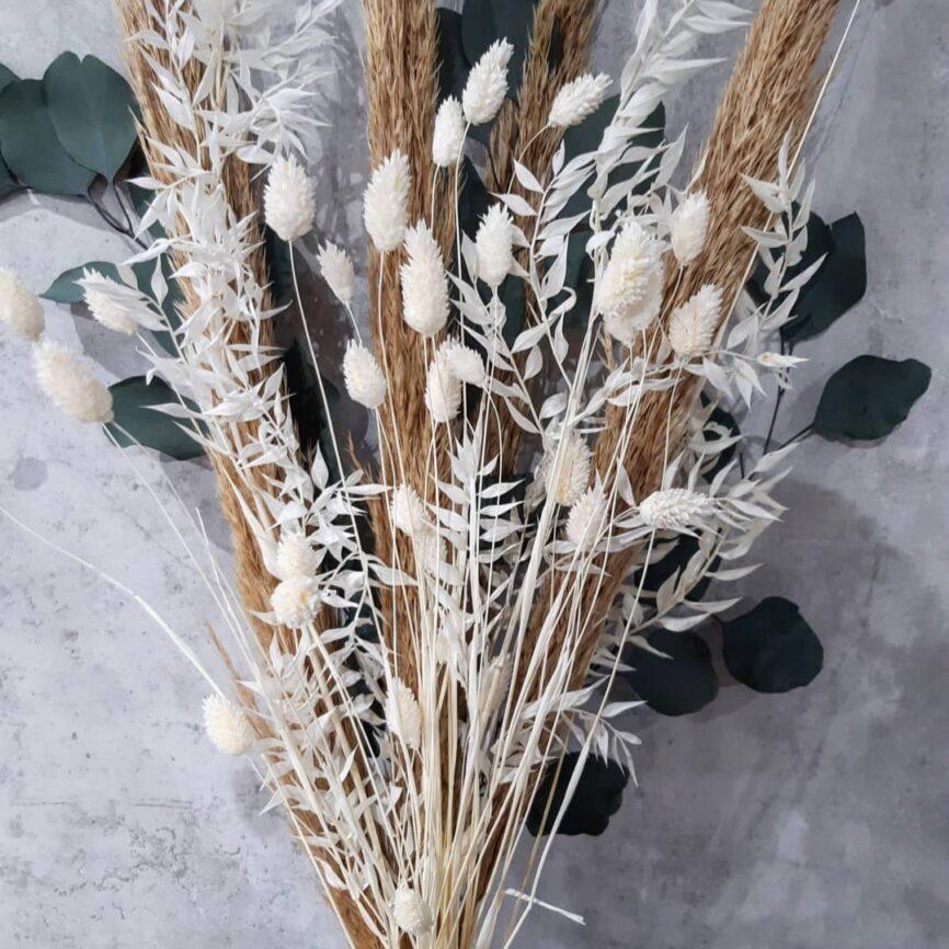 trockenblumenstrauß mit ruscus