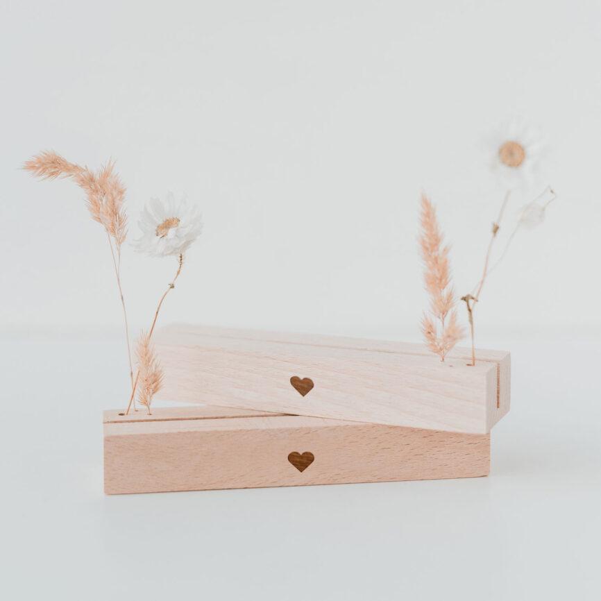 Eulenschnitt Trockenblumen und Kartenständer Herz